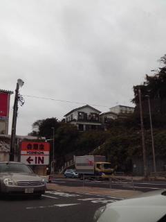 心弾む曇り空の横須賀